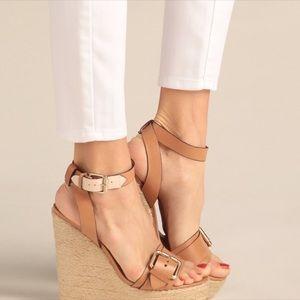 Pour La Victoire Jaclyn Platform Sandal